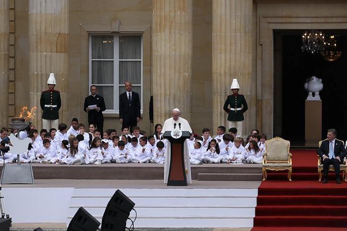 Papa Francisco rezó ante la Virgen de Chiquinquirá, Patrona de Colombia