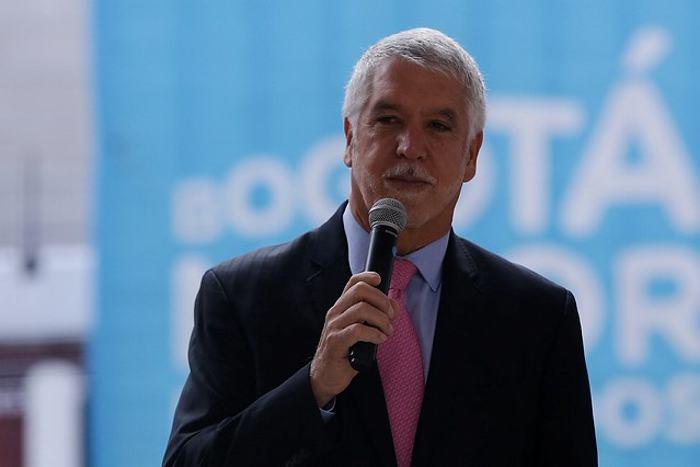 Autoridades colombianas validan firmas para revocar mandato de alcalde Bogotá