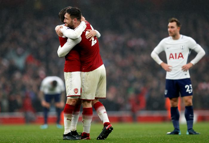 Alexis brilló en victoria del Arsenal