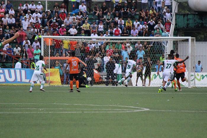 Leones goleó a Llaneros y se ilusiona con la final del ascenso