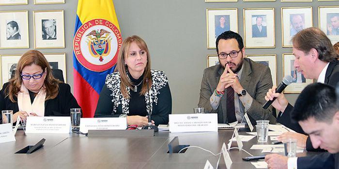 La negociación del nuevo salario mínimo beneficiará a más de 1,2 millones de colombianos que devengan ese sueldo. / Colprensa