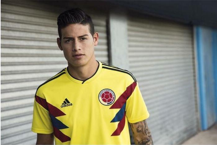 James estrena camiseta de la Selección Colombia y Helga Lovetaky le comenta