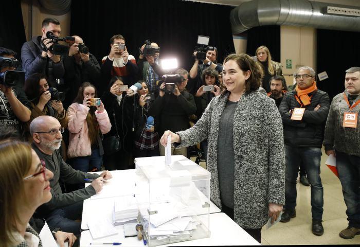 Cataluña inicia votaciones para elegir a su Parlamento