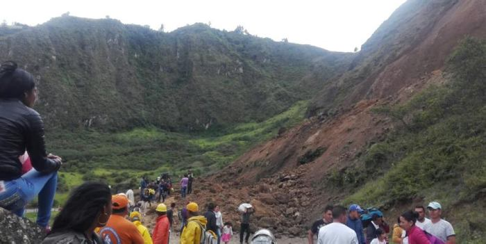 Al menos 13 personas muertas en alud de tierra en Colombia
