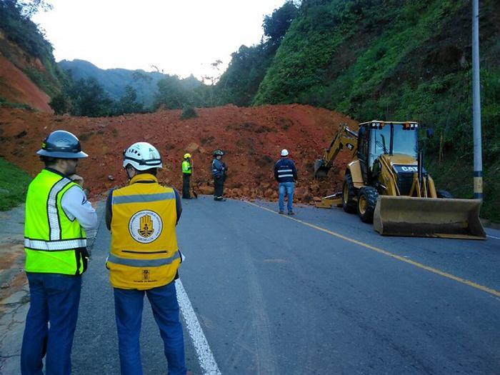Vía Medellín - Santa Fe de Antioquia se mantiene cerrada por derrumbe