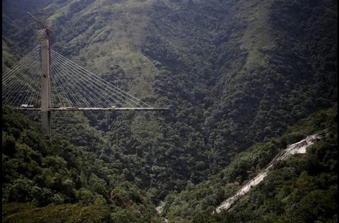 Errores en diseño de la viga ocasionaron desplome del puente Chirajara