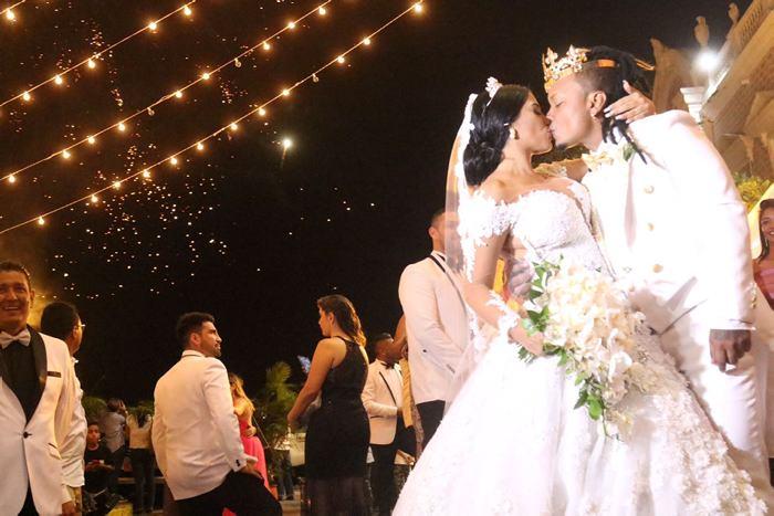 ¡Como todo un carnaval! Así celebró su boda el cantante Mr. Black