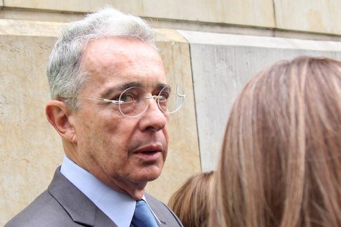 Álvaro Uribe deberá rectificar trino contra Daniel Coronel