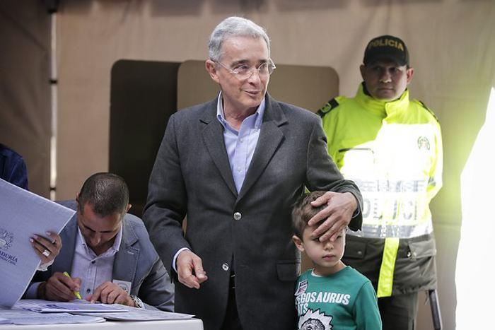 Colombia premia a la derecha