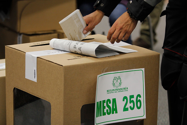 Santos invitó a vencer la abstención en elecciones