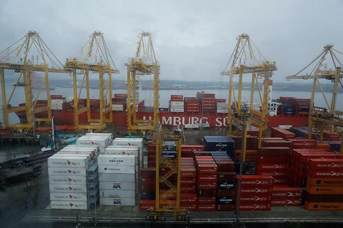 Ecuador a eliminar tasa aduanera a socios de comunidad andina