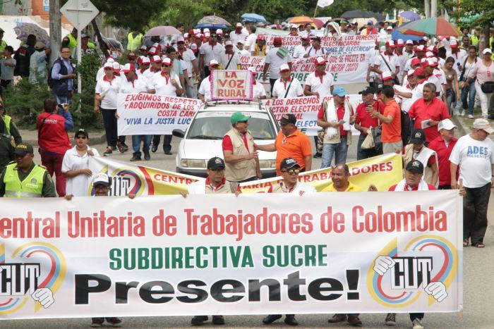 Sindicatos marchan por Día del Trabajo y complican vialidad