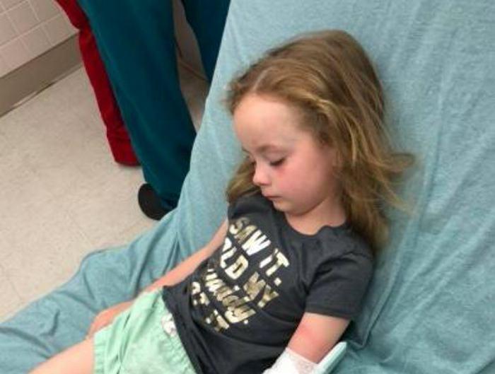 Niña tuvo parálisis a causa de una garrapata