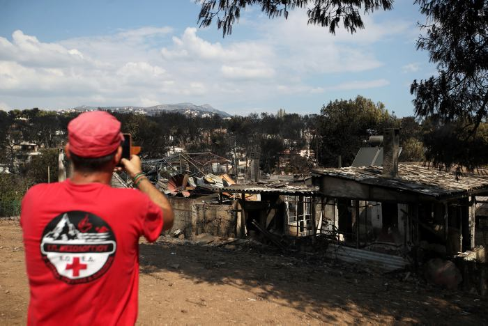 Primer ministro griego visita la zona afectada por incendios