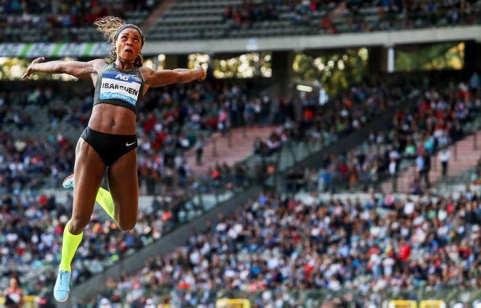 Caterine Ibargüen hace historia al ganar diamantes en salto triple y largo