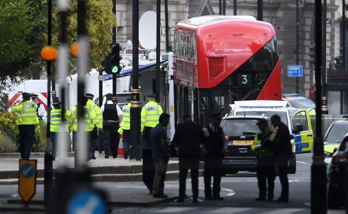 Un Conductor Arroll Hoy A Varios Ciclistas Y Peatones Antes De Chocar Contra Las Barreras Seguridad Del Parlamento Britnico En El Centro Londres