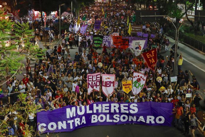 Candidato ultraderechista Bolsonaro sale del hospital en Brasil - Internacionales