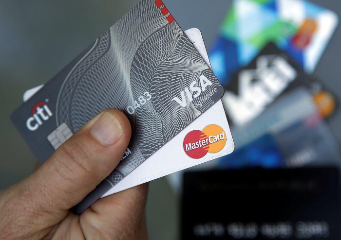 Visa y Mastercard pagan 5.350 millones por pactar comisiones en las tarjetas