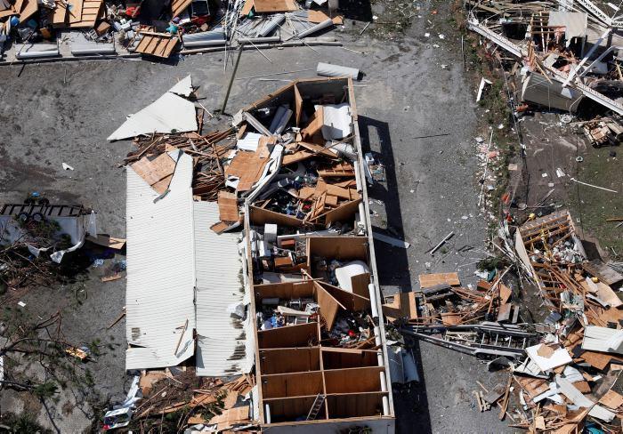 Trump irá a Florida y Georgia tras paso de ciclón Michael que deja 13 muertos