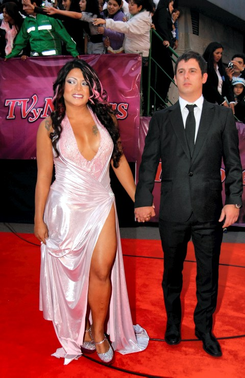 El vestido de Marbelle causó polémica en la alfombra roja. //