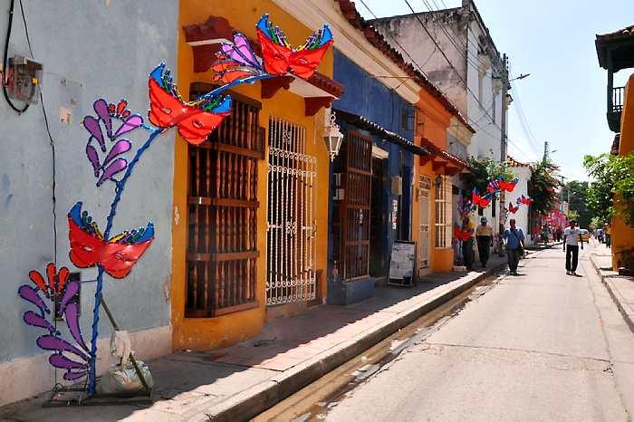 Bicentenario De Independencia A Vestir Casas Con Bandera De - Vestir-casas