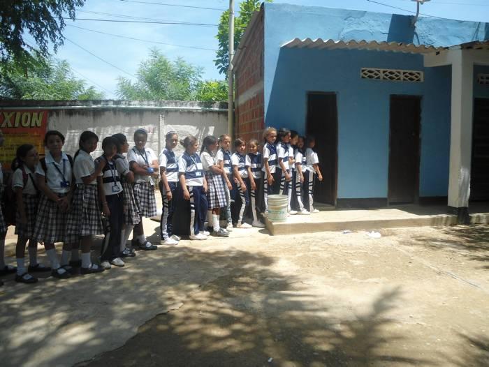 Colegio Inemen, 2 años sin baterías sanitarias - El Universal - Cartagena