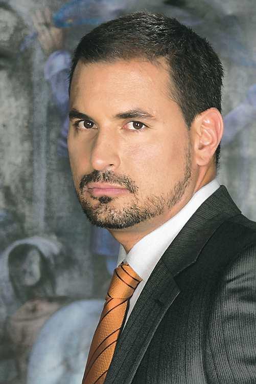 Luis Fernando Salas Navarro (Cali, 6 de abril de 1974) es un actor y modelo colombiano. - dominical_luisfernando