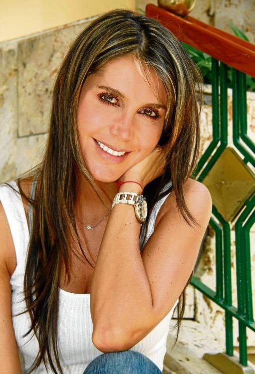 Isabel Cristina Estrada Cano (Medellín, 21 de enero de 1980), es una actriz y modelo colombiana. Estudió ingeniería de sistemas en EAFIT, ... - facetas_isabel_3