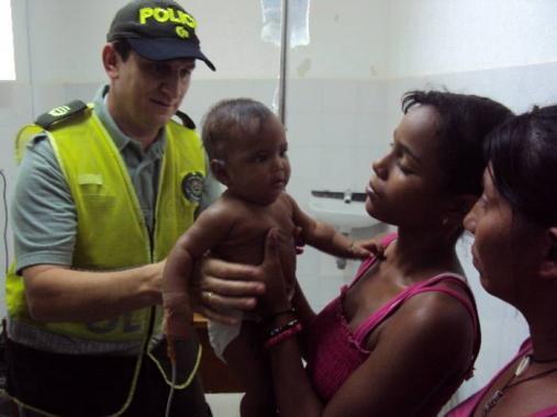 La niña rescatada fue entregada a su mamá.