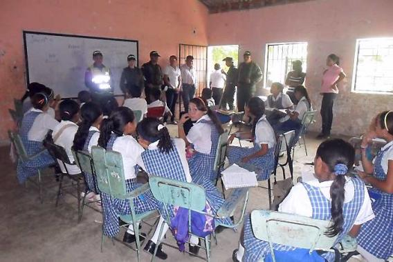 Plan Desarme en la Institución Educativa Promoción Social, en El Carmen. Activid