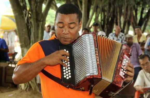 Juan David Herrera, rey del Festival Nacional de Acordeoneros, en San Juan Nepom