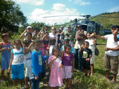 regalos para la comunidad de Guamanga