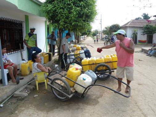 hogar conformado entre 5 y 6 personas, se gastan al mes 10 pimpinas de agua