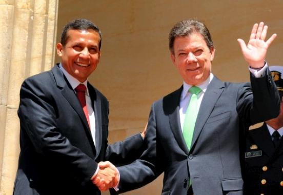 Ollanta Humala visitó hoy a Colombia, donde fue recibido por Juan Manuel Santos.