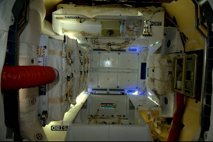 Interior de la cápsula espacial Dragon SpaceX.