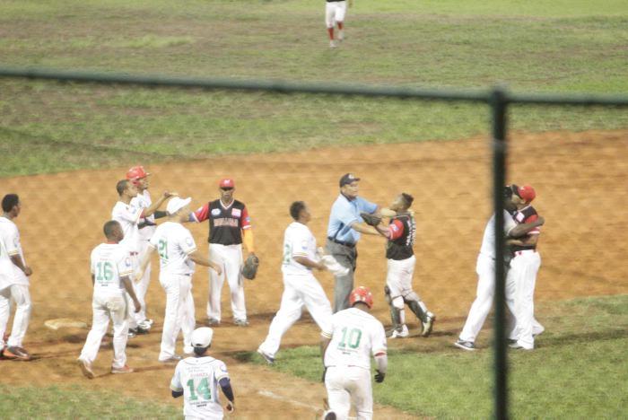 Momento del altercado entre los jugadores.