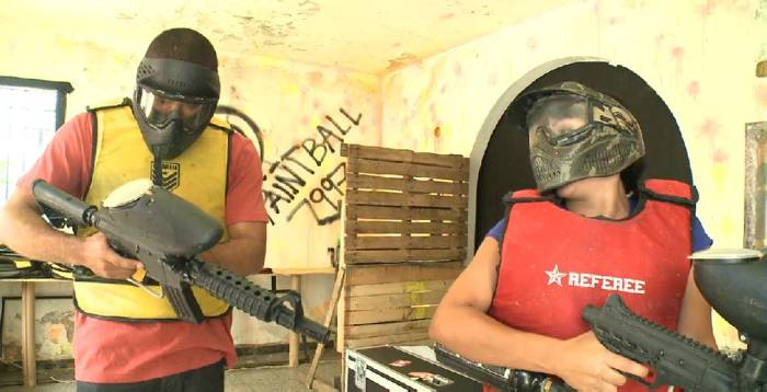 Filman video de sexo en casa de Paintball