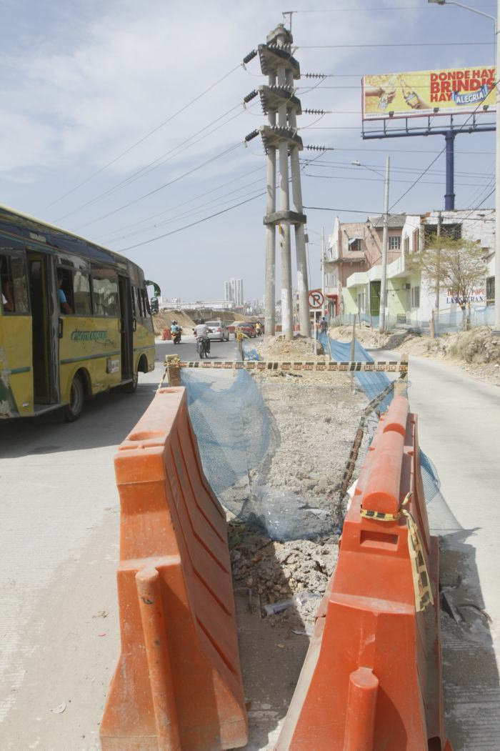 Los tres postes de energía, se quedan   Cartagena Bazurto ...