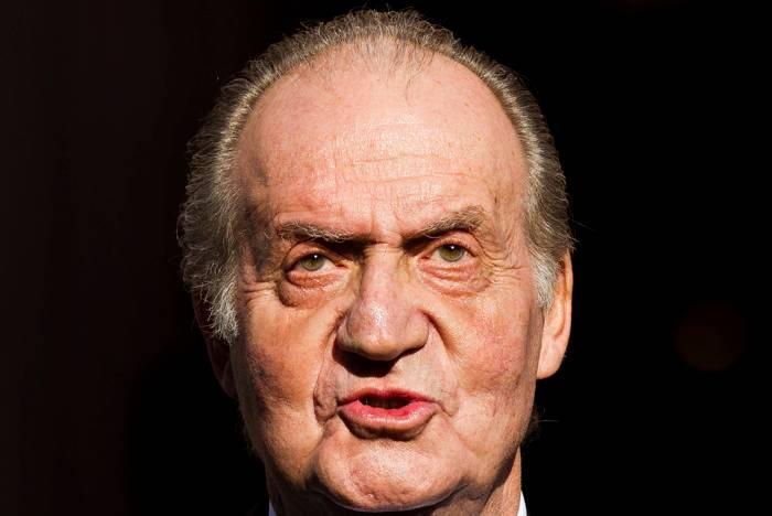 Rey Juan Carlos de España pide disculpas por viaje de caza