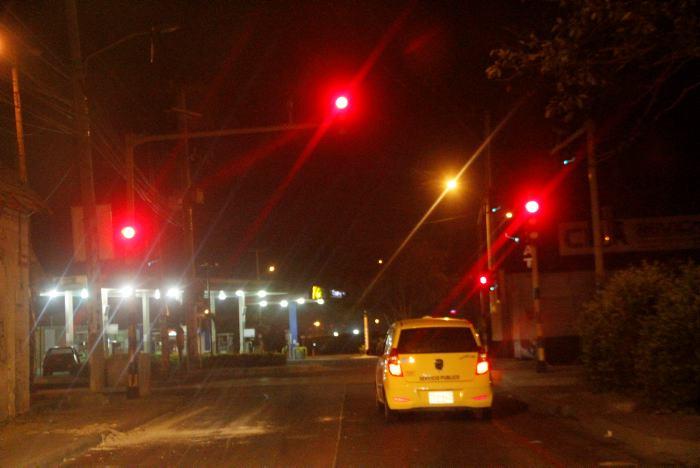 Resultado de imagen de pasar semaforos en rojo