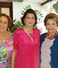 Tere de Ramírez; la cumplimentada, Mariela Pombo de Lecompte y Judith de Álvarez.