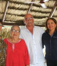 Gloria López, Marlene de Amor, Roberto Amor y Martha Olaya de Amor.