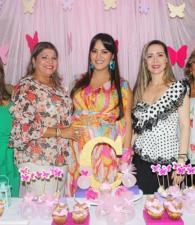 Oliva Acosta de Arce, Janeth Vega; la agasajada, Mauren Torres de Quiroz; Roxana López de Fonseca y Ayleen Fernández.