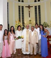 Alberto Lorduy Tarón, Isabella Lorduy, Sonia Tarón, el padre Milton Piña, Alberto Lorduy, Francisco Lorduy y Sarah Lorduy.