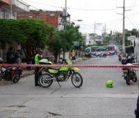 Tres balazos recibió Stewar González cuando estaba en la terraza de su casa, en la avenida Madrid del Barrio España. Lo llevaron a un centro médico, pero llegó sin signos vitales.