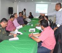 Mesa de trabajo de funcionarios de Emcoazar con las autoridades del Departamento.