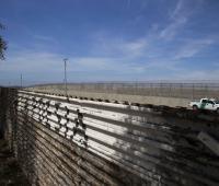 Vista de una patrulla de control fronterizo desde territorio mexicano el jueves 5 de abril de 2018, en Tijuana, Baja California (México).