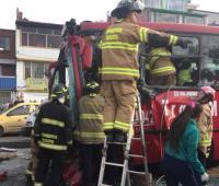 Accidente entre buses de Transmilenio ocurrido sobre la estación Olaya, en la Avenida Caracas con calle 28 sur.