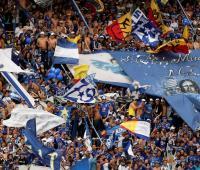 Fanáticos de Millonarios en el Estadio el Campín.
