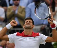 Novak Djokovic celebra su triunfo ante Jeremy Chardy por las semis del torneo de Queen´s 2018.